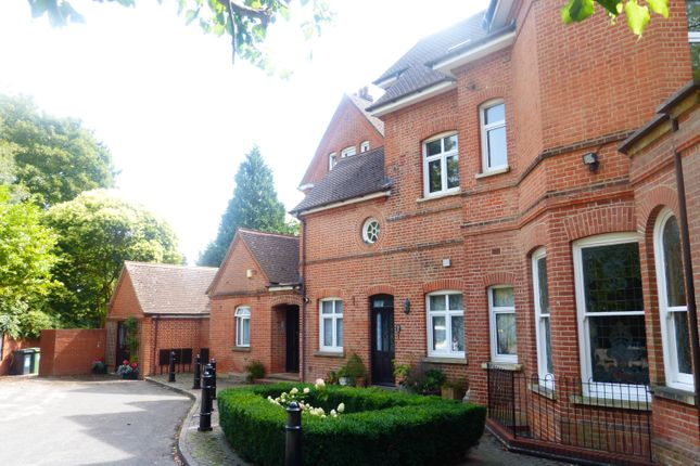 Thumbnail Flat to rent in Althorp Road, St.Albans