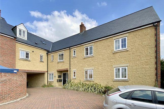 Thumbnail Flat for sale in Habgood Court, Faringdon