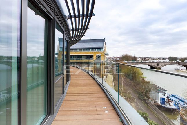 Thumbnail Flat to rent in Quayside House, Kew Bridge Road, Brentford