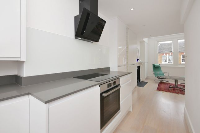 2 bed maisonette for sale in Hormead Road, London