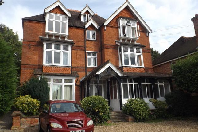 Thumbnail Flat to rent in 27 Woodlands Road, Camberley