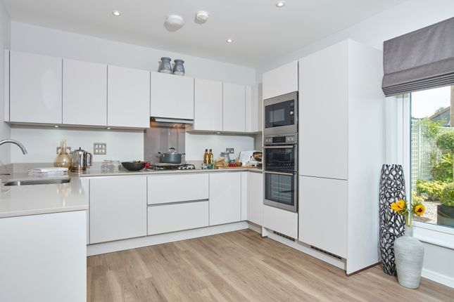 Thumbnail Terraced house for sale in Brook Valley Gardens, Hera Avenue, Chipping Barnet