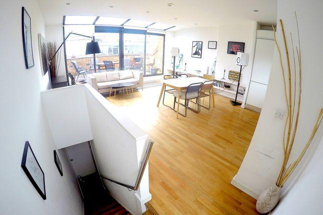 Maisonette to rent in Upper Street, London