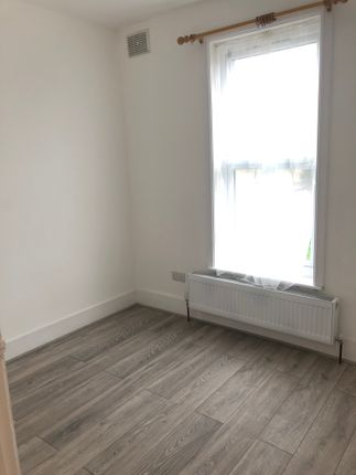 1 bed flat to rent in Grange Road, Ilford IG1