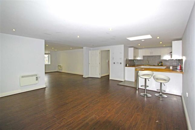 Thumbnail Flat for sale in High Street, Rayleigh