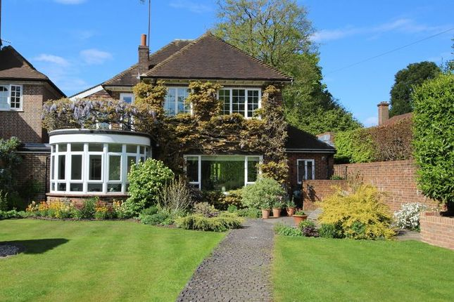 Thumbnail Detached house for sale in Egmont Park Road, Walton On The Hill, Tadworth