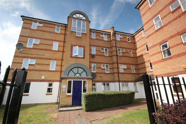 Thumbnail Flat to rent in Transom Close, London