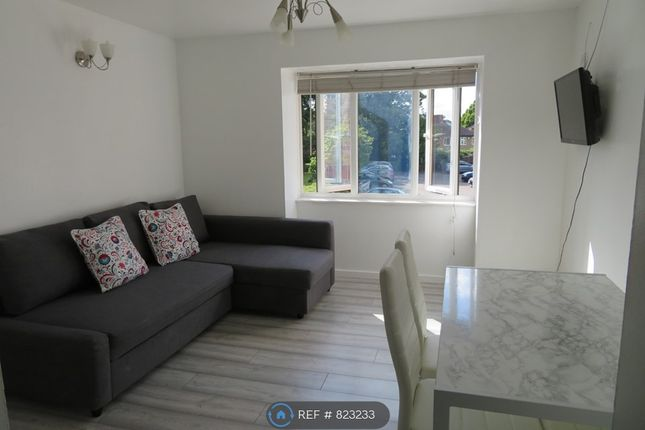 Thumbnail Flat to rent in Rossignol Gardens, Carshalton