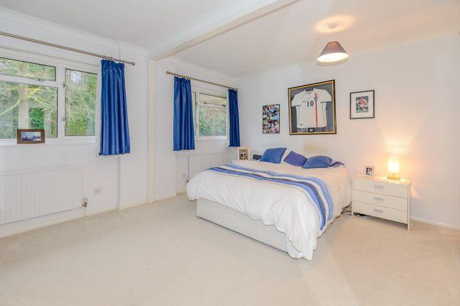 Bedroom of Outdowns, Effingham KT24