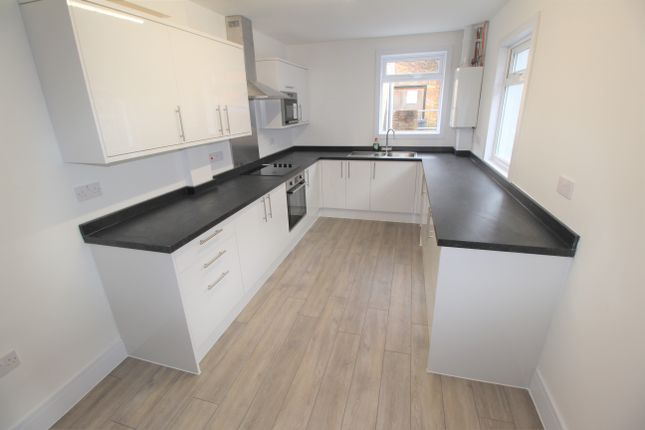 Thumbnail Flat to rent in Sydenham Road, Guildford