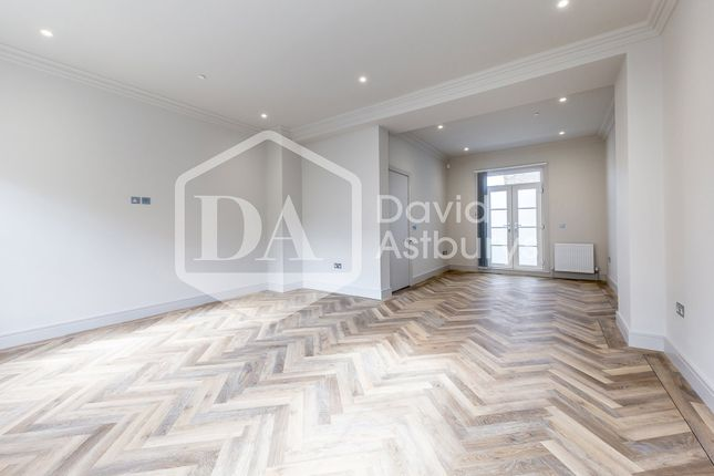 Thumbnail Town house to rent in Torriano Avenue, Kentish Town, London