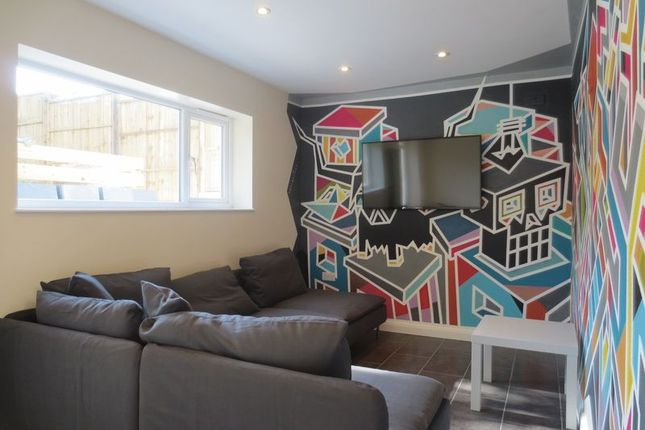 Thumbnail Semi-detached house to rent in Colbourne Avenue, Brighton