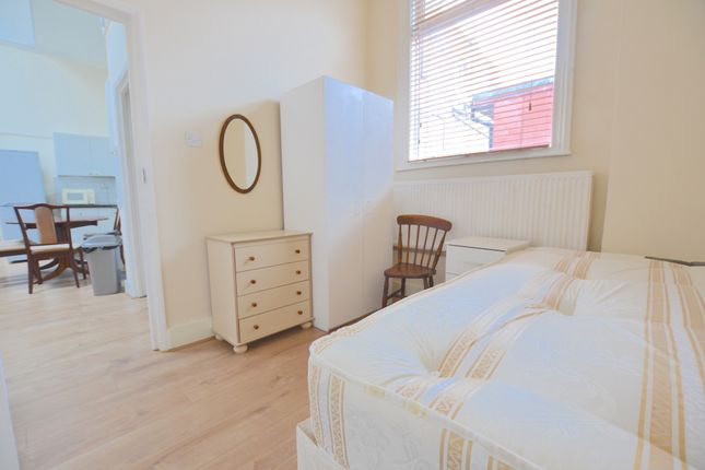 Thumbnail Semi-detached house to rent in Myddleton Rd, London