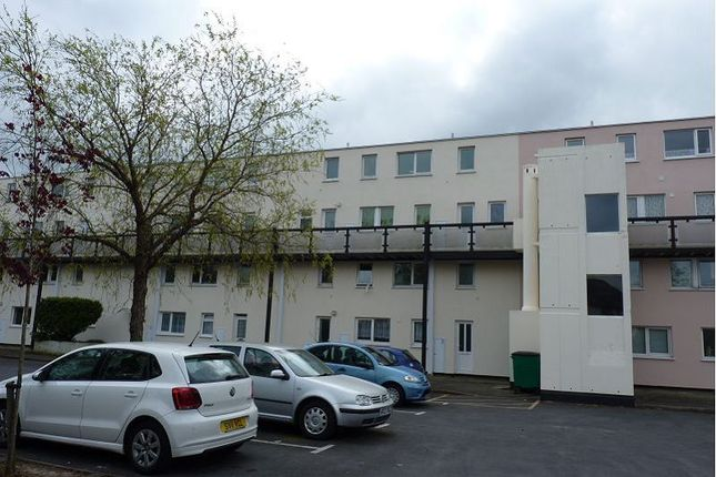 Flat to rent in Samson Close, Gosport