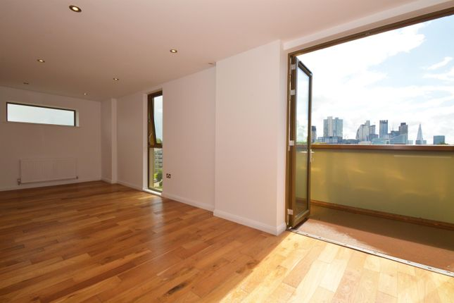 Thumbnail Flat for sale in Crondall Street, London