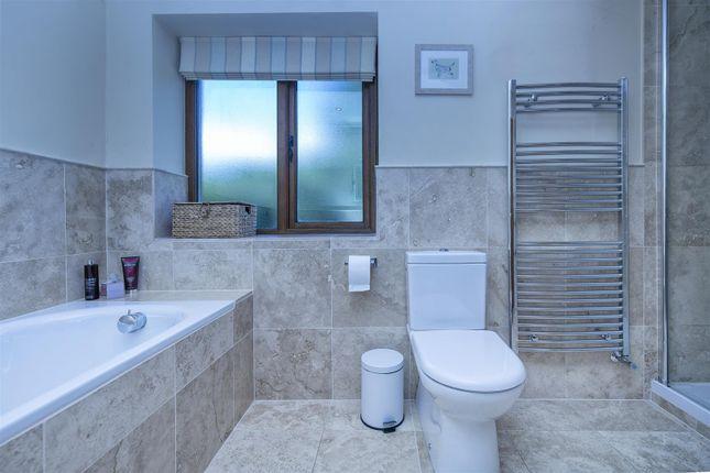 Bathroom of Burn Road, Birchencliffe, Huddersfield HD2