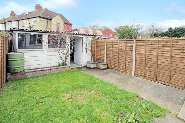 Picture No. 36 of East Rochester Way, Blackfen, Sidcup DA15