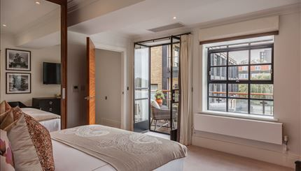 Thumbnail Flat to rent in Palace Wharf Apartments, Fulham, London