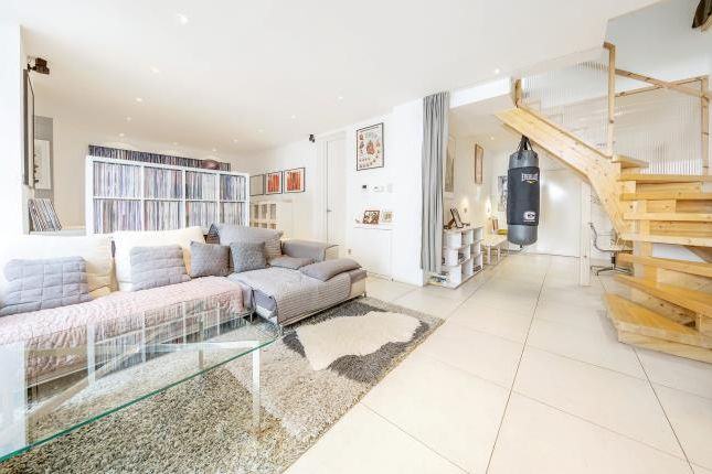 Thumbnail Flat for sale in Fernlea Road, London