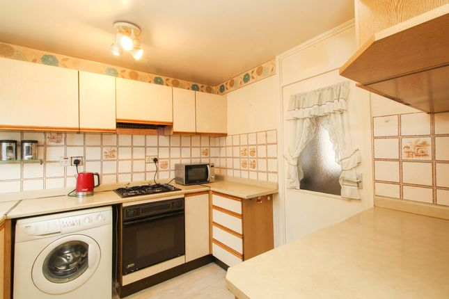 Kitchen of Yarncliff Close, Chesterfield S40