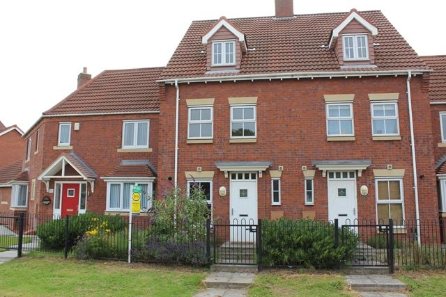 Thumbnail Terraced house to rent in 57 Rivelin Park, Kingswood, Hull, 3Gp. 3 Bedroom, 3 Story Town Home.