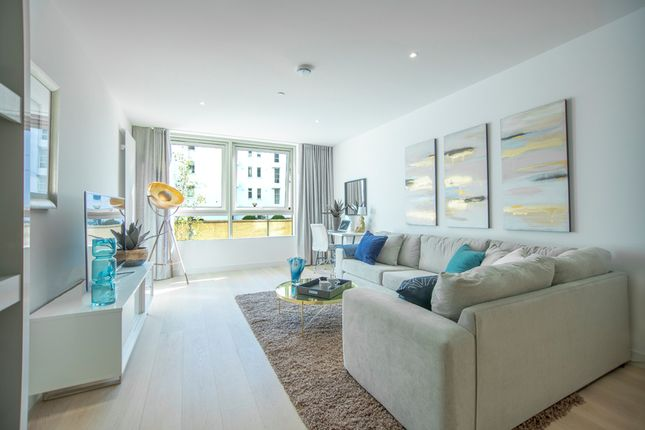 Thumbnail Flat for sale in Starboard Way, London