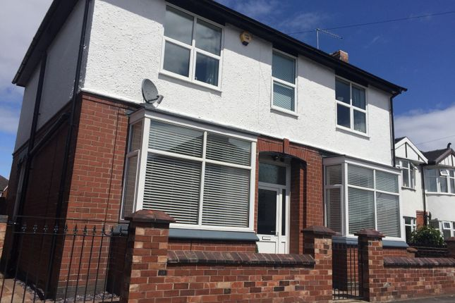 Thumbnail Room to rent in Claridge Road, Hartshill, Stoke-On-Trent