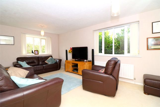 Thumbnail Flat for sale in Swallows Oak, Abbots Langley