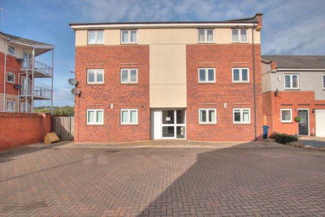 2 bed flat to rent in Grebe Close, Dunston, Gateshead NE11