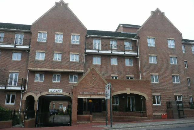 1 bed flat to rent in Pembroke Court, Chatham