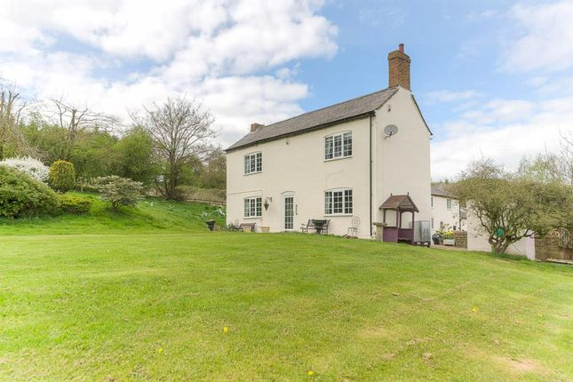 Thumbnail Farmhouse for sale in London Road, Daventry