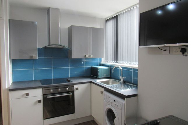 Thumbnail Flat to rent in Hawkins Street, Preston