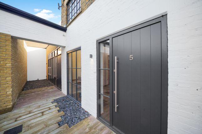 Thumbnail Mews house to rent in Printers Mews, Teddington