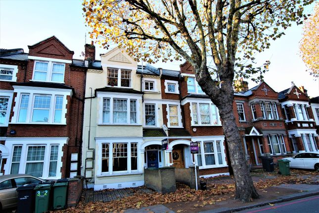 Thumbnail Flat for sale in Cavendish Road, Clapham