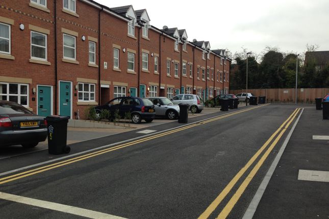 Thumbnail Shared accommodation to rent in Blue Fox Close, Leicester