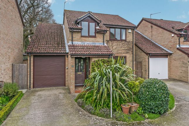 Thumbnail Detached house for sale in Coldharbour Close, Crowborough