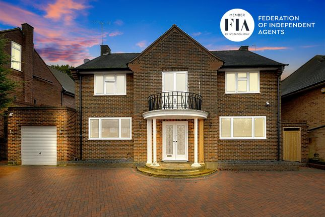Thumbnail Detached house to rent in Chatsworth Road, London
