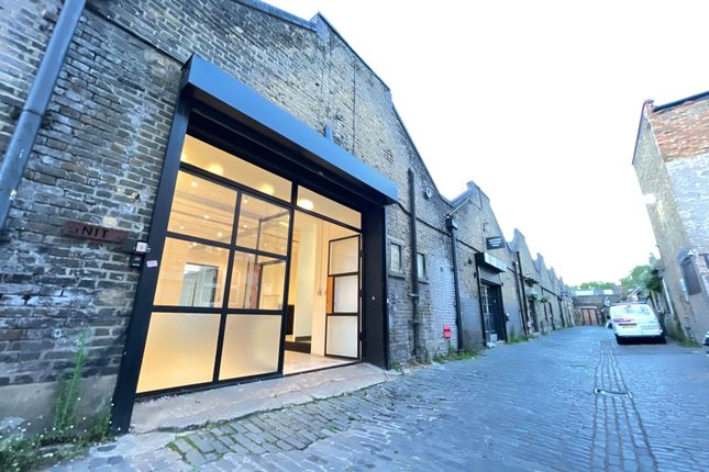 Thumbnail Leisure/hospitality to let in Upper Clapton Road, London