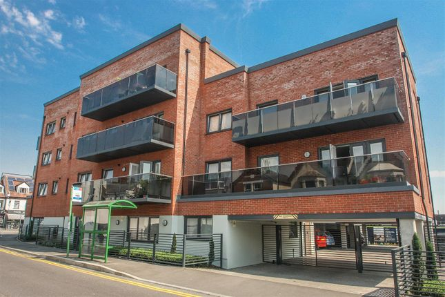 Thumbnail Flat for sale in Elmtree Lodge, Cranleigh Drive, Leigh-On-Sea