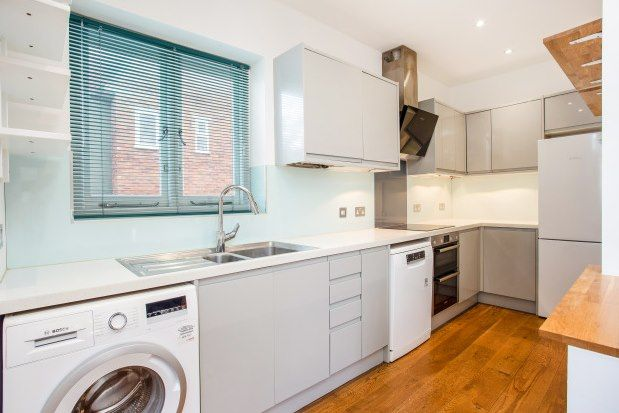 2 bed property to rent in Lawrie Park Road, London SE26