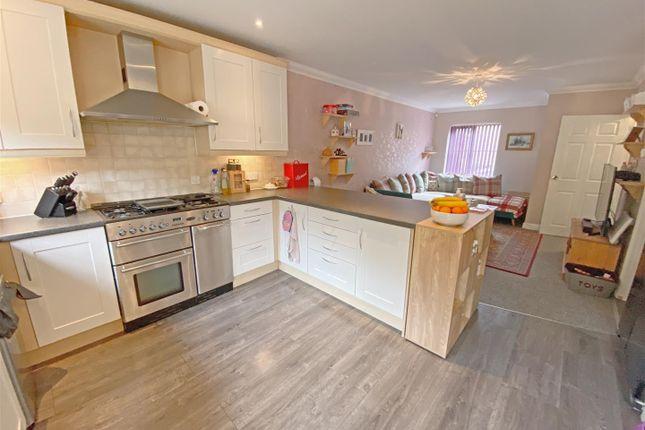 Thumbnail Terraced house to rent in Perivale, Monkston Park, Milton Keynes