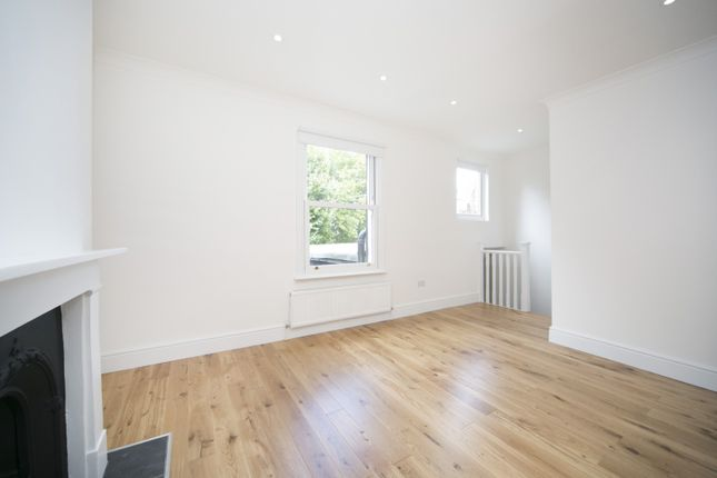 Thumbnail Flat to rent in Queens Crescent, London