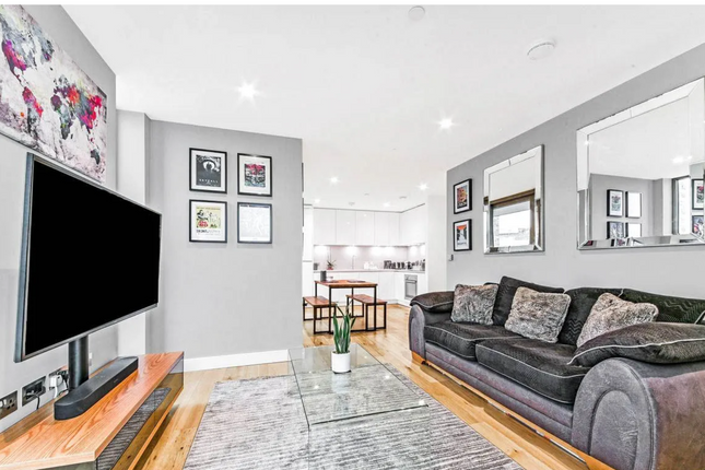 2 bed flat for sale in Hounslow, London TW3