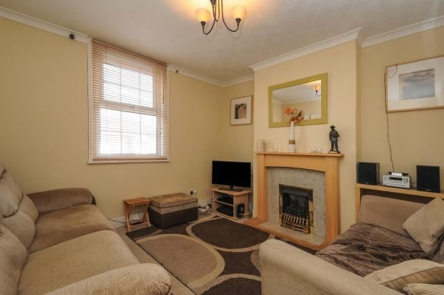 2 bed terraced house to rent in Newbury, Berkshire