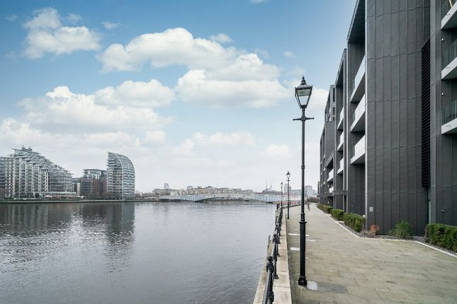Thumbnail Flat for sale in Central Avenue, London