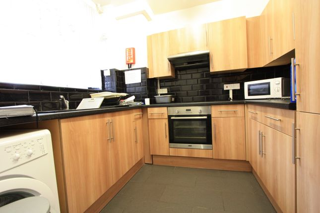 3 bed flat to rent in Loughborough Road, London SW9
