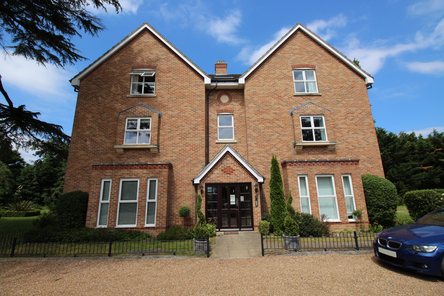 Thumbnail Flat to rent in Ascot Road, Holyport, Maidenhead