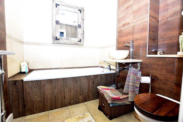 Bathroom of Ingress Park Avenue, Greenhithe DA9
