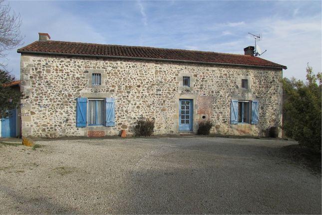Thumbnail Farmhouse for sale in Poitou-Charentes, Vienne, Millac