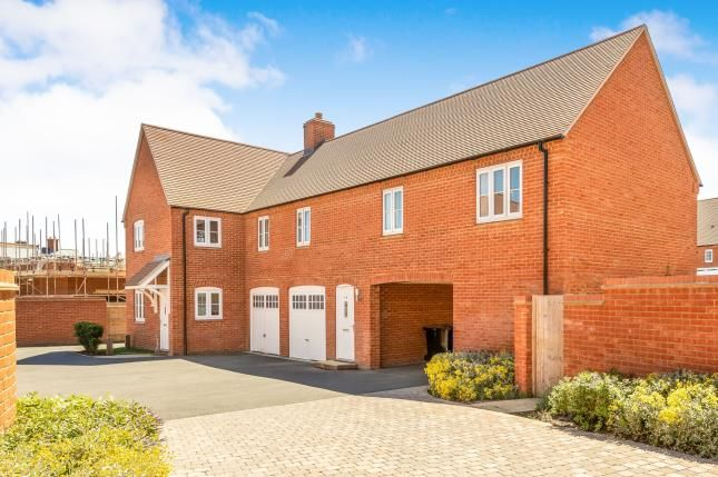 Thumbnail Flat for sale in Cygnus Way, Brackley, Northamptonshire